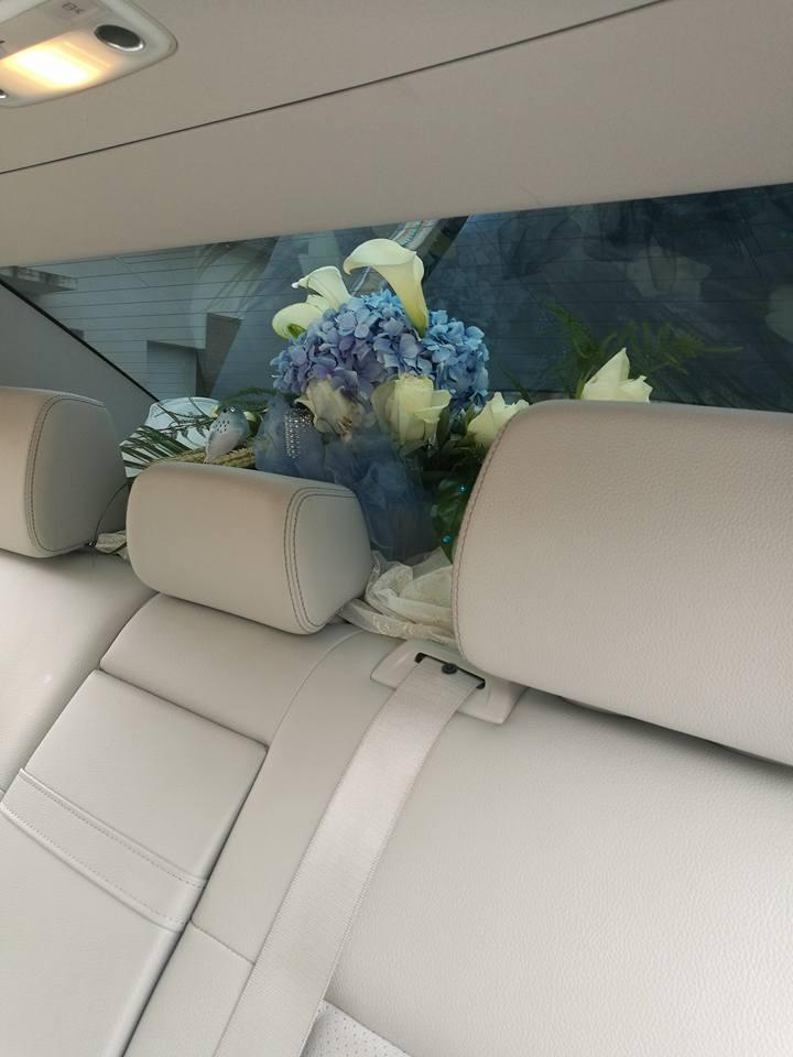 Intérieur voiture décorée pour mariage